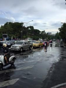 タイ雨の朝